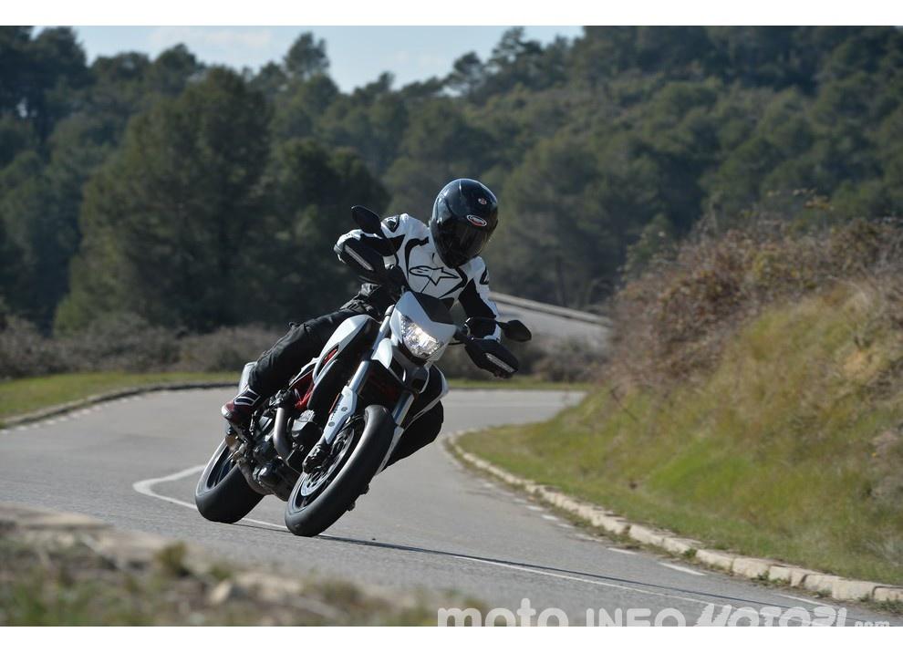 La prova in pista della Ducati Hypermotard 939 e 939 SP 2016 - Foto 18 di 28