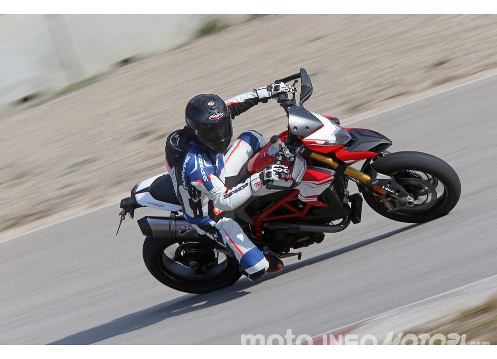 La prova in pista della Ducati Hypermotard 939 e 939 SP 2016 - Foto 20 di 28
