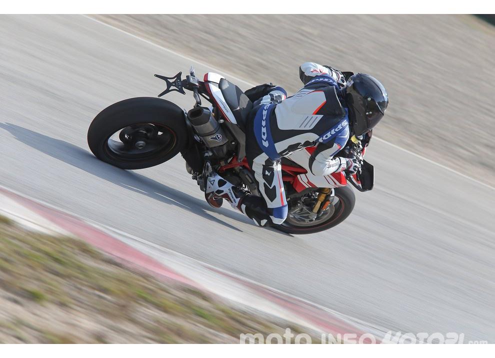 La prova in pista della Ducati Hypermotard 939 e 939 SP 2016 - Foto 21 di 28