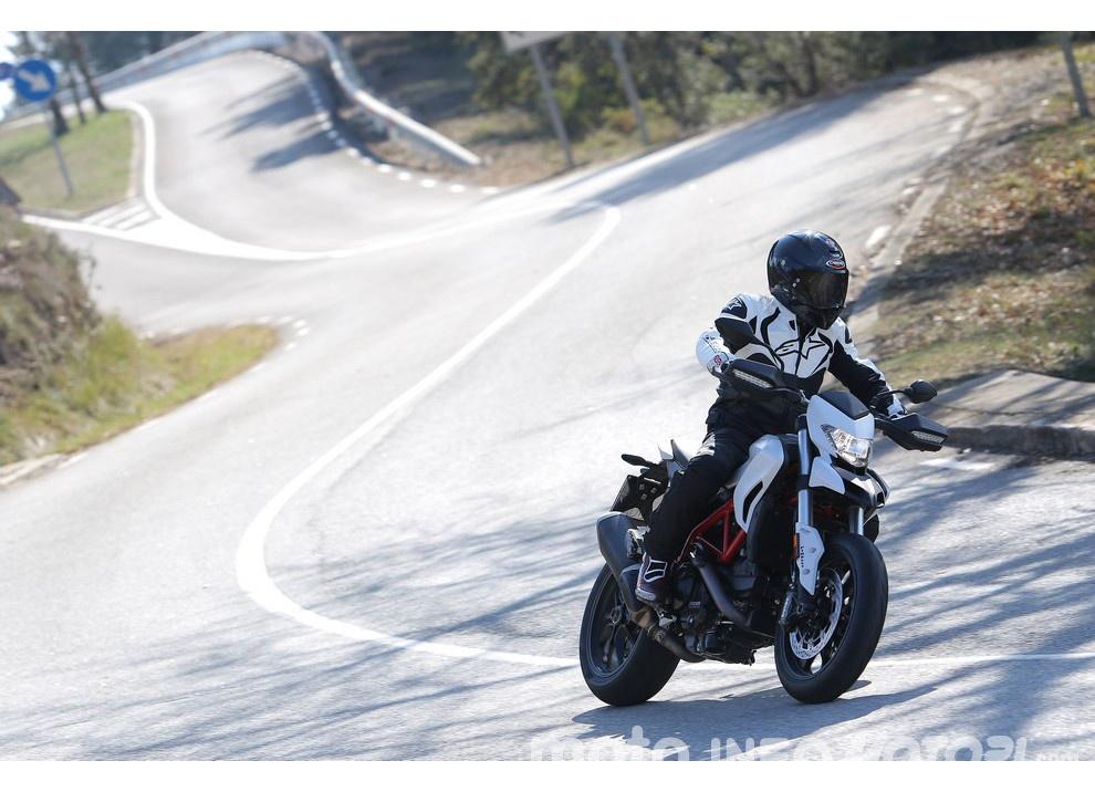 La prova in pista della Ducati Hypermotard 939 e 939 SP 2016 - Foto 24 di 28
