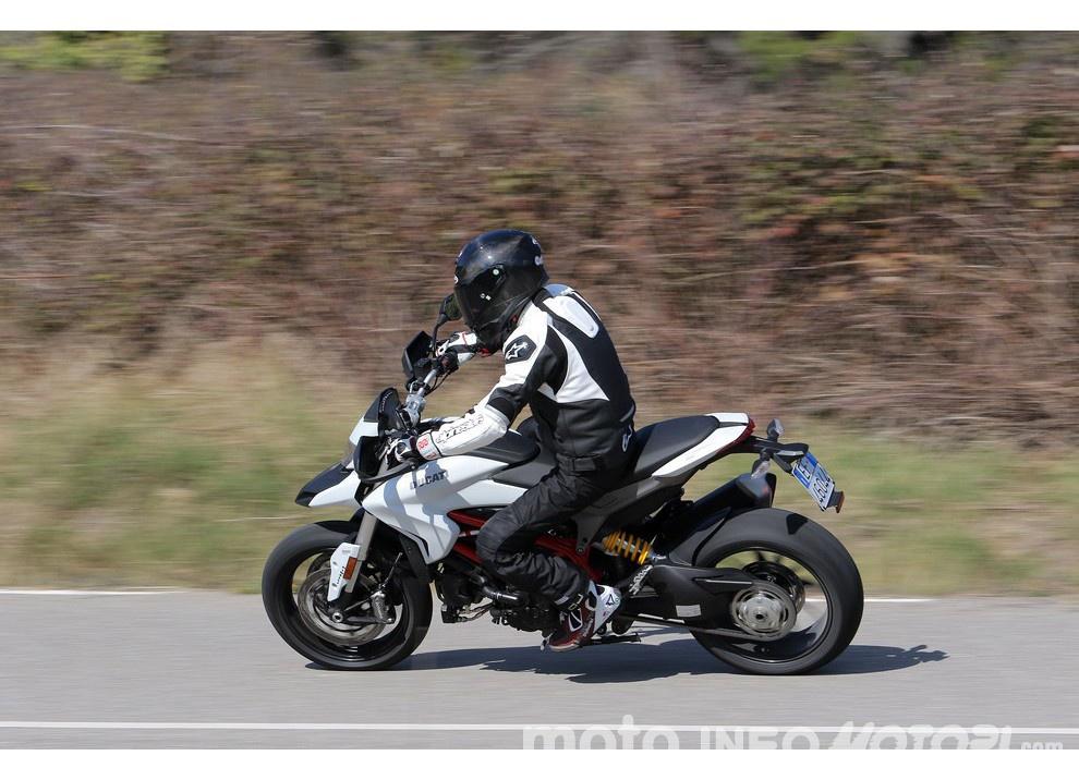 La prova in pista della Ducati Hypermotard 939 e 939 SP 2016 - Foto 26 di 28
