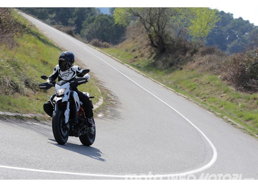 La prova in pista della Ducati Hypermotard 939 e 939 SP 2016 - Foto 27 di 28