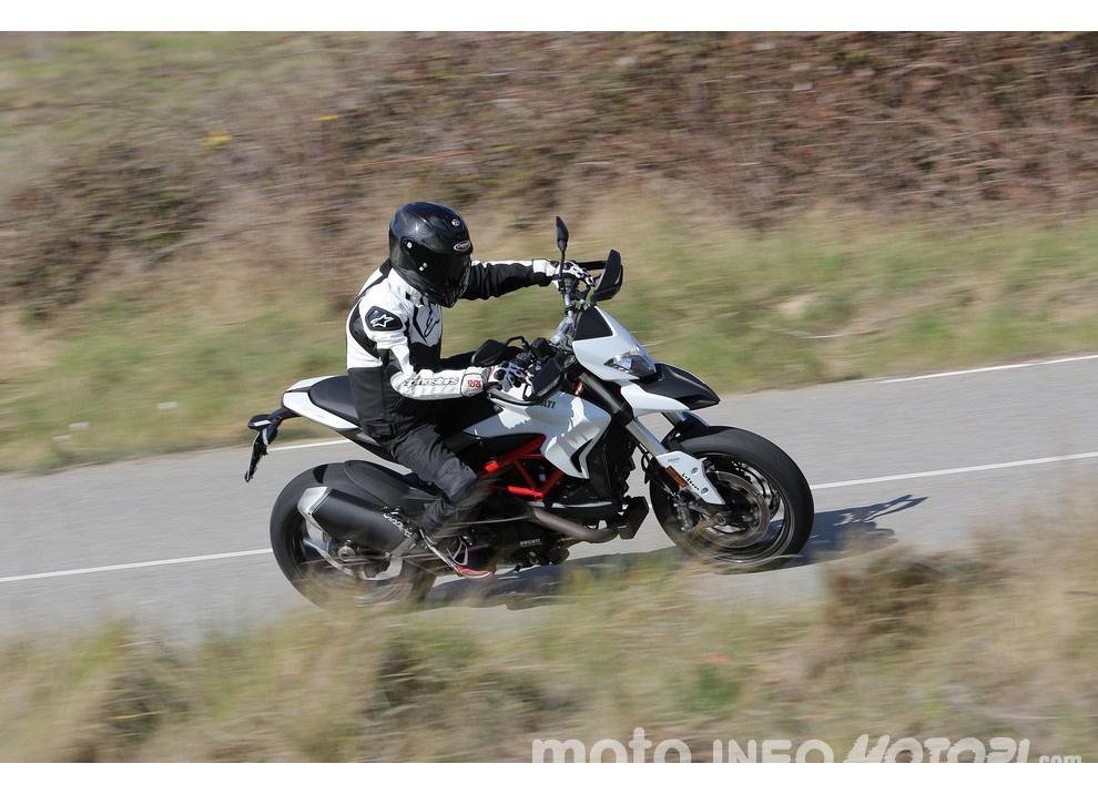 La prova in pista della Ducati Hypermotard 939 e 939 SP 2016 - Foto 28 di 28