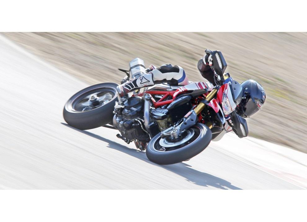 La prova in pista della Ducati Hypermotard 939 e 939 SP 2016 - Foto 2 di 28