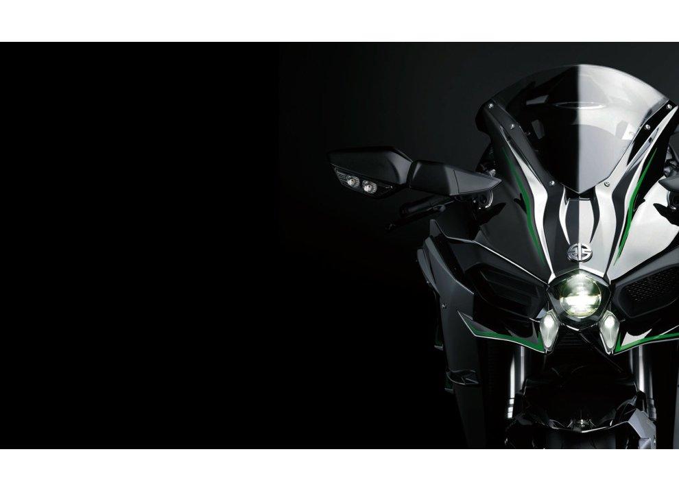 Le Kawasaki Ninja H2R e Ninja H2 arrivano in listino - Foto 1 di 10