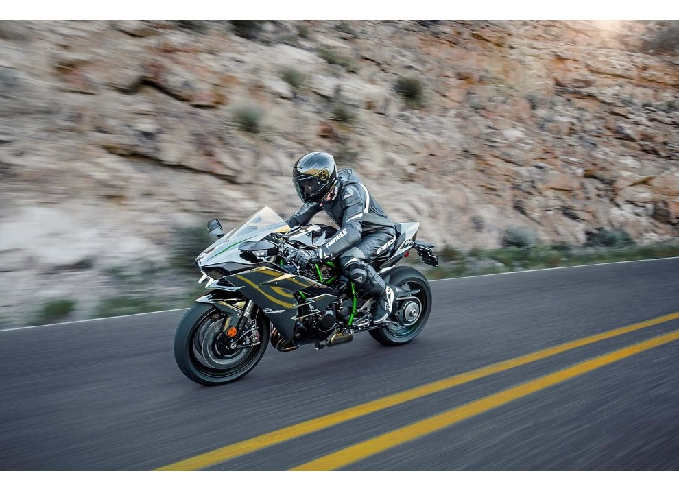 Le Kawasaki Ninja H2R e Ninja H2 arrivano in listino - Foto 7 di 10