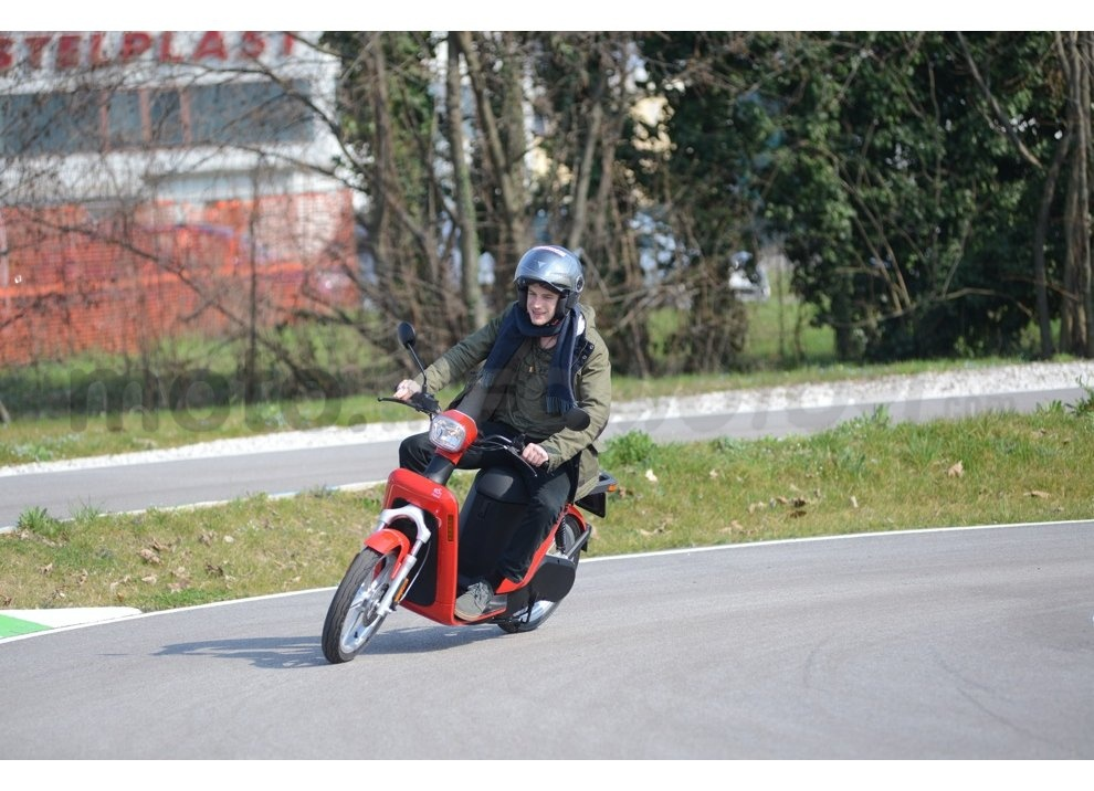 Lo scooter elettrico tutto italiano nasce a Vicenza grazie ad Askoll - Foto 15 di 48