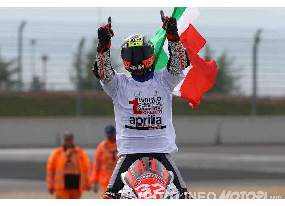 Lorenzo Savadori ed Aprilia campioni del mondo Superstock 1000 - Foto 1 di 5