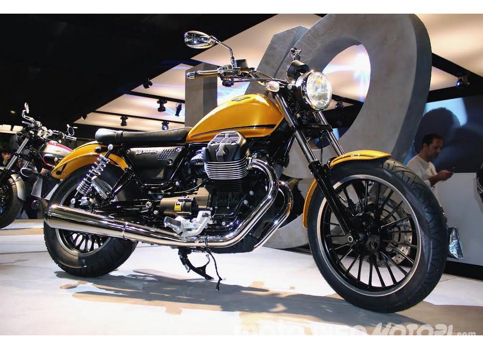 Moto Guzzi V9 Bobber e V9 Roamer 2016 - Foto 1 di 50