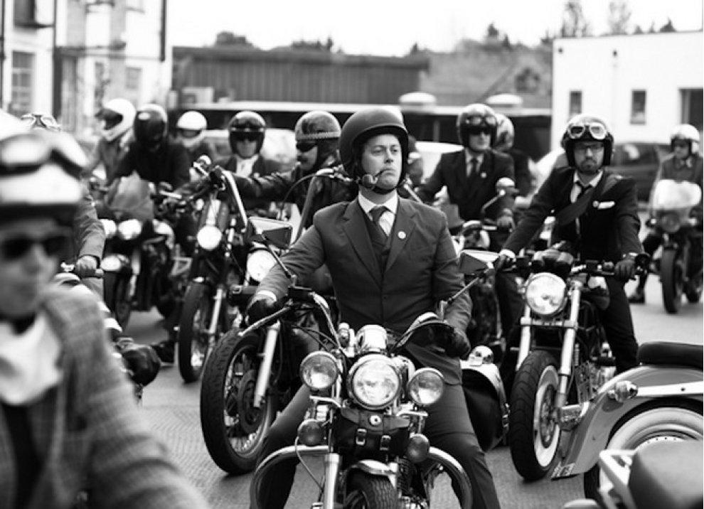 Motociclista e gentiluomo - Foto 1 di 5