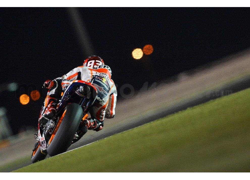 MotoGP 2015: Valentino Rossi conquista la vittoria in Qatar in una gara al limite - Foto 15 di 31