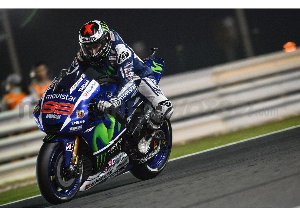MotoGP 2015: Valentino Rossi conquista la vittoria in Qatar in una gara al limite - Foto 16 di 31