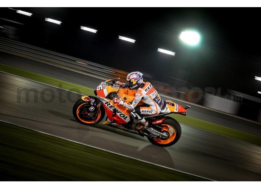 MotoGP 2015: Valentino Rossi conquista la vittoria in Qatar in una gara al limite - Foto 17 di 31