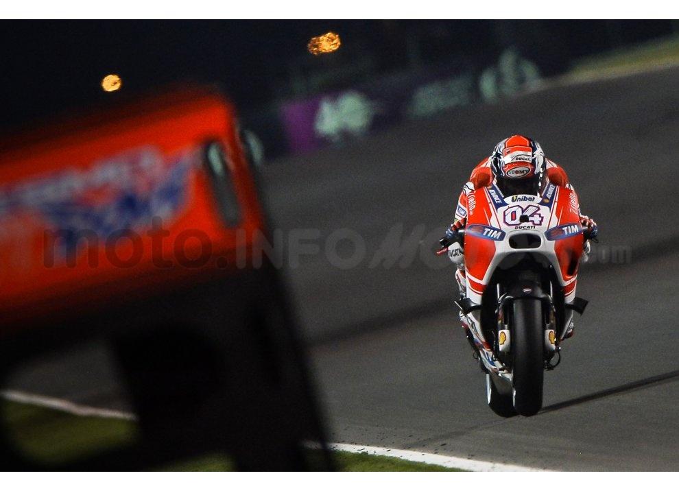 MotoGP 2015: Valentino Rossi conquista la vittoria in Qatar in una gara al limite - Foto 19 di 31