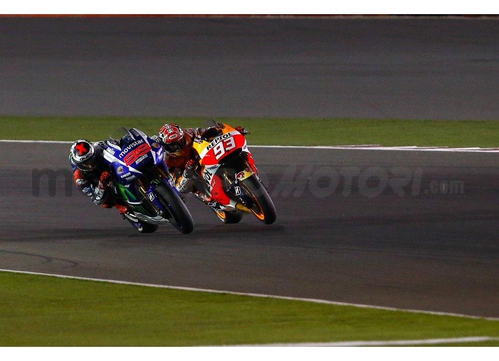 MotoGP 2015: Valentino Rossi conquista la vittoria in Qatar in una gara al limite - Foto 20 di 31