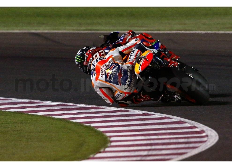 MotoGP 2015: Valentino Rossi conquista la vittoria in Qatar in una gara al limite - Foto 21 di 31
