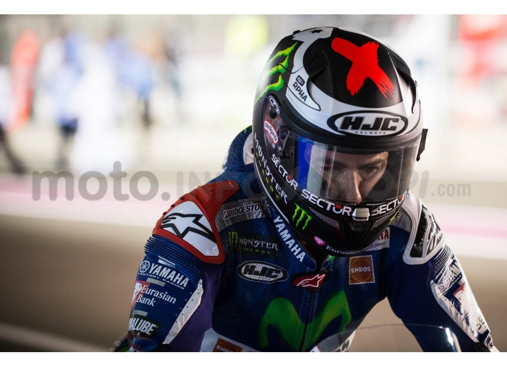 MotoGP 2015: Valentino Rossi conquista la vittoria in Qatar in una gara al limite - Foto 24 di 31