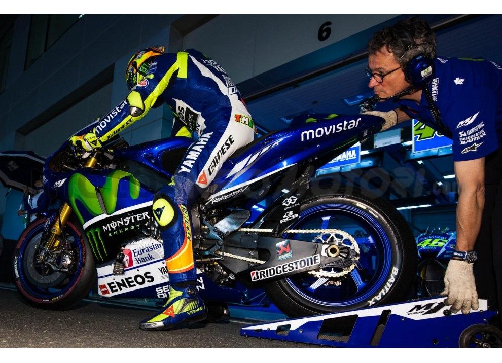 MotoGP 2015: Valentino Rossi conquista la vittoria in Qatar in una gara al limite - Foto 26 di 31