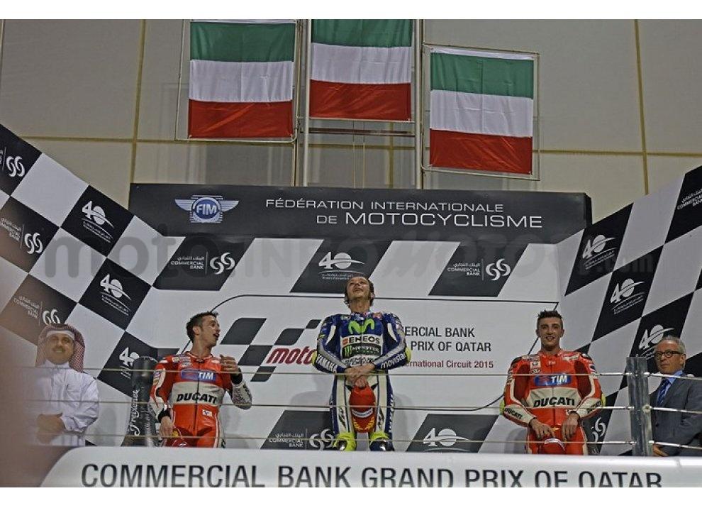 MotoGP 2015: Valentino Rossi conquista la vittoria in Qatar in una gara al limite - Foto 7 di 31