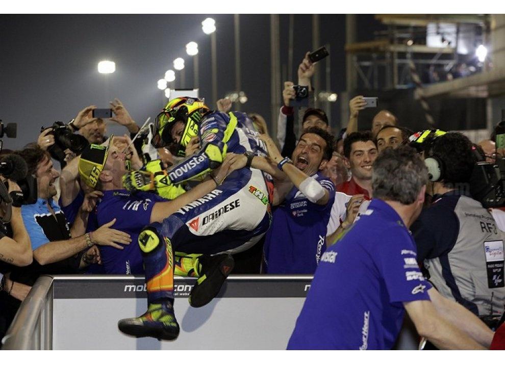 MotoGP 2015: Valentino Rossi conquista la vittoria in Qatar in una gara al limite - Foto 28 di 31