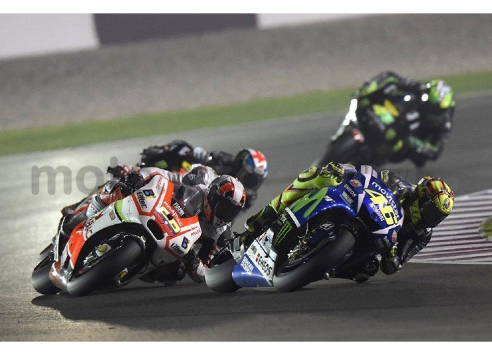 MotoGP 2015: Valentino Rossi conquista la vittoria in Qatar in una gara al limite - Foto 6 di 31