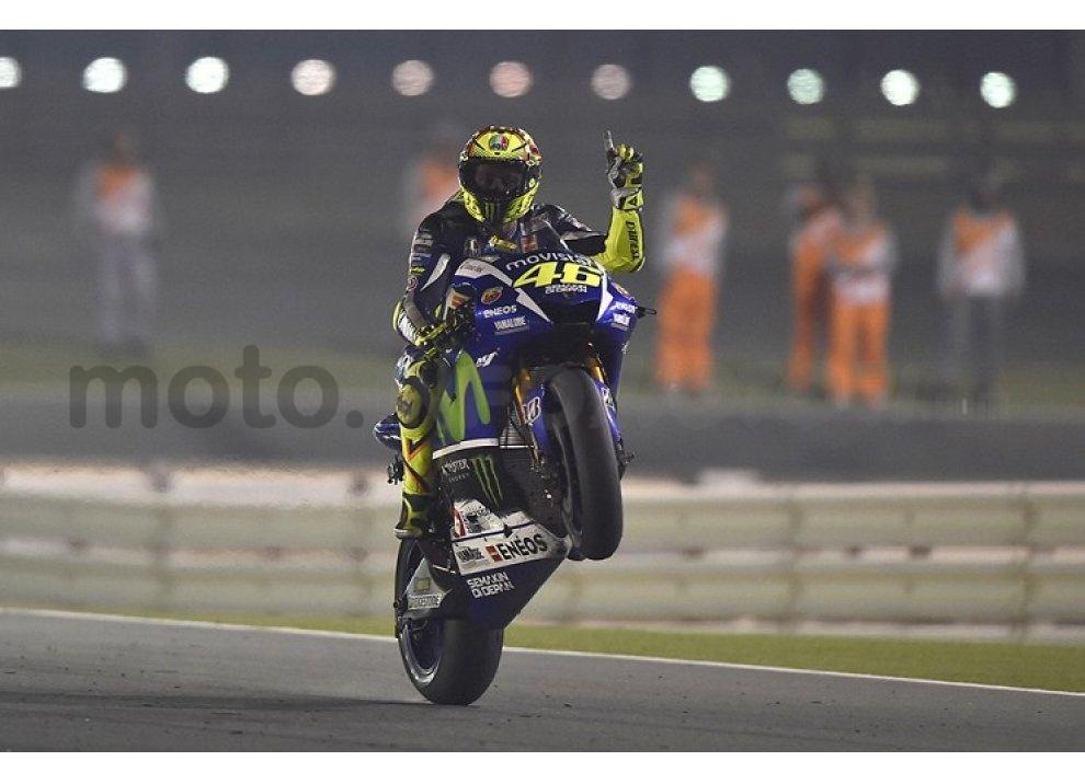 MotoGP 2015: Valentino Rossi conquista la vittoria in Qatar in una gara al limite - Foto 4 di 31