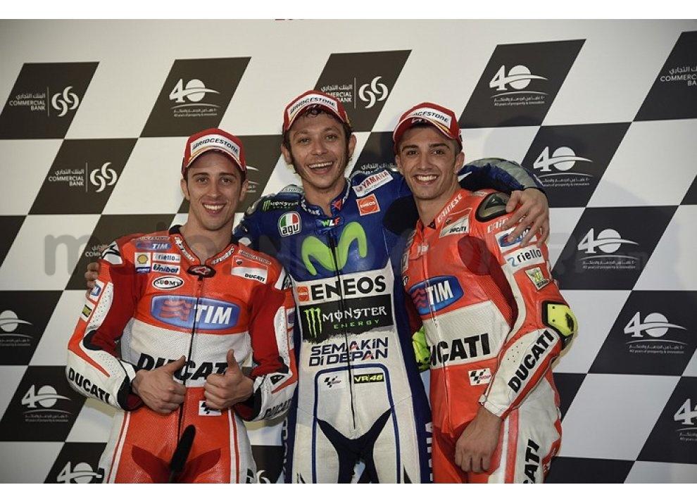 MotoGP 2015: Valentino Rossi conquista la vittoria in Qatar in una gara al limite - Foto 1 di 31