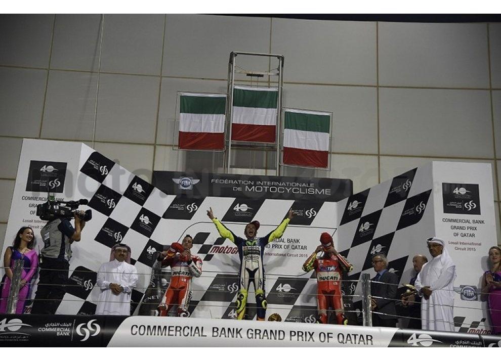 MotoGP 2015: Valentino Rossi conquista la vittoria in Qatar in una gara al limite - Foto 3 di 31
