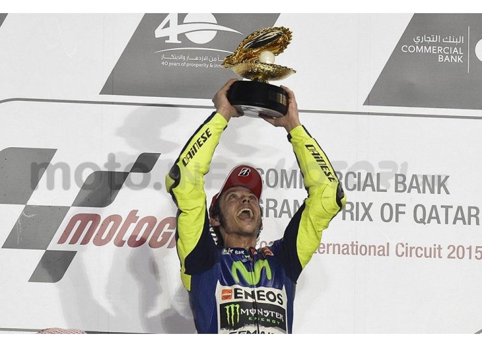 MotoGP 2015: Valentino Rossi conquista la vittoria in Qatar in una gara al limite - Foto 2 di 31