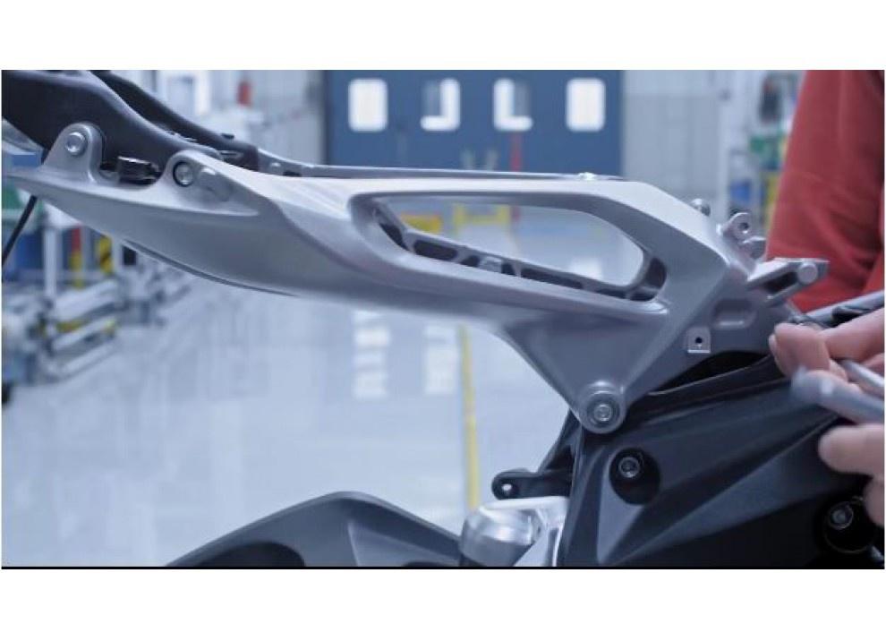 MV Agusta Brutale 800 2016: Italians Do It Better - Foto 8 di 11