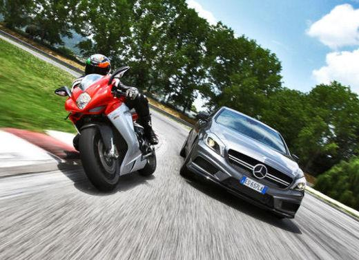 MV Agusta F3 e Mercedes Classe A 45 AMG in video