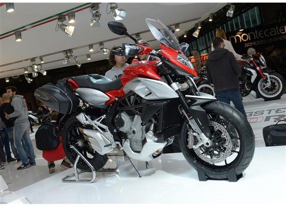 MV Agusta Stradale 800: la nuova sport-tourer è ora disponibile