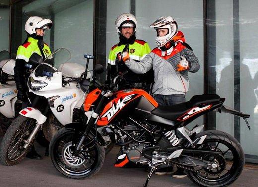 KTM Duke 125 e le evoluzioni dello stunt  Rok Bagoros - Foto 5 di 15