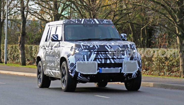 Nuova Land Rover Defender 2020, prime immagini dei test dinamici - Foto 2 di 26