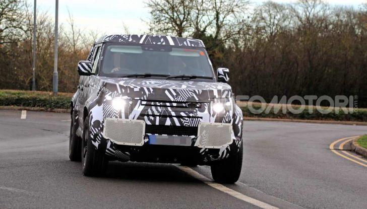 Nuova Land Rover Defender 2020, prime immagini dei test dinamici - Foto 17 di 26