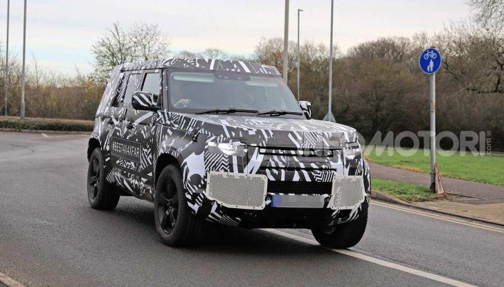 Nuova Land Rover Defender 2020, prime immagini dei test dinamici - Foto 19 di 26
