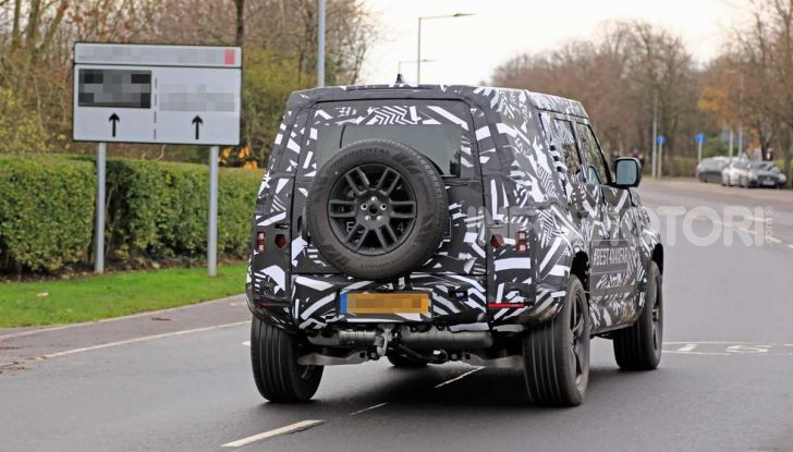 Nuova Land Rover Defender 2020, prime immagini dei test dinamici - Foto 7 di 26