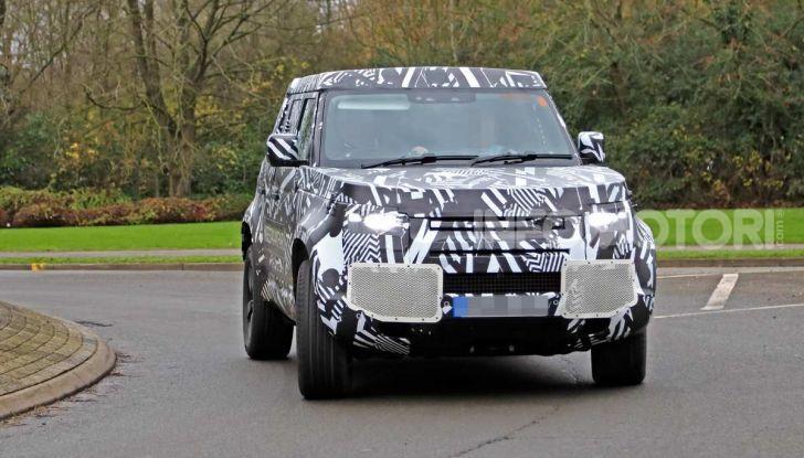 Nuova Land Rover Defender 2020, prime immagini dei test dinamici - Foto 12 di 26