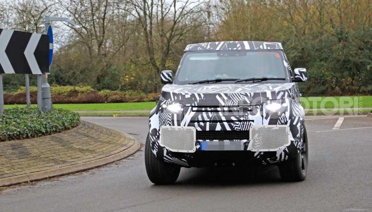 Nuova Land Rover Defender 2020, prime immagini dei test dinamici - Foto 9 di 26