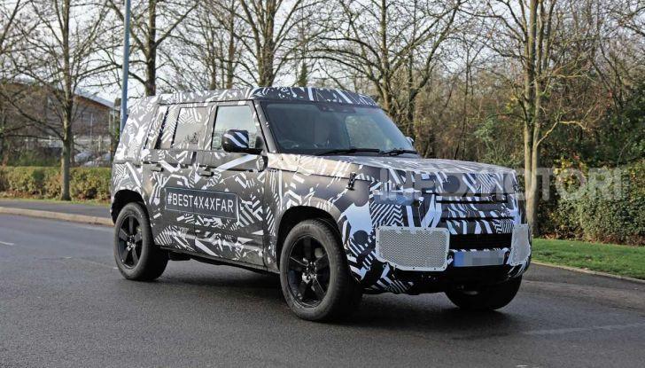 Nuova Land Rover Defender 2020, prime immagini dei test dinamici - Foto 1 di 26