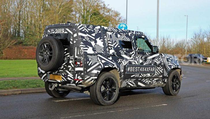 Nuova Land Rover Defender 2020, prime immagini dei test dinamici - Foto 10 di 26