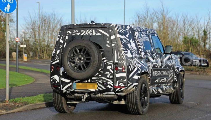 Nuova Land Rover Defender 2020, prime immagini dei test dinamici - Foto 3 di 26