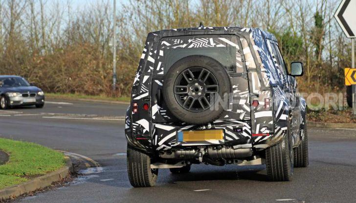 Nuova Land Rover Defender 2020, prime immagini dei test dinamici - Foto 13 di 26