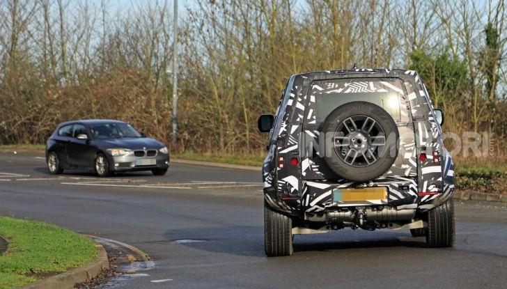 Nuova Land Rover Defender 2020, prime immagini dei test dinamici - Foto 14 di 26
