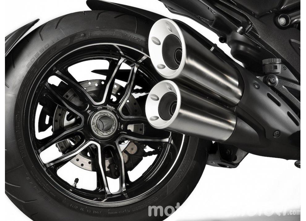 Nuova Ducati Diavel Carbon 2016 - Foto 7 di 14
