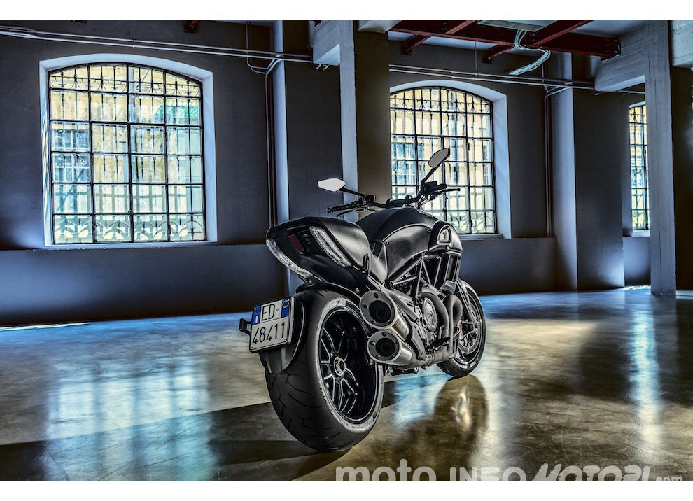 Nuova Ducati Diavel Carbon 2016 - Foto 10 di 14