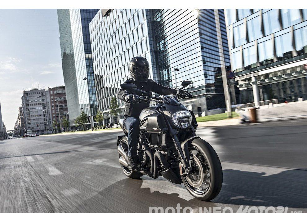 Nuova Ducati Diavel Carbon 2016 - Foto 12 di 14