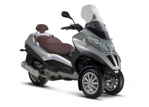 Nuova gamma Piaggio MP3 LT 2013: due modelli per lo scooter a tre ruote