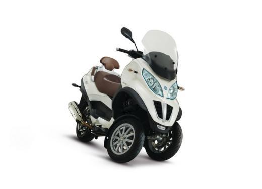 Nuova gamma Piaggio MP3 LT 2013: due modelli per lo scooter a tre ruote - Foto 2 di 5