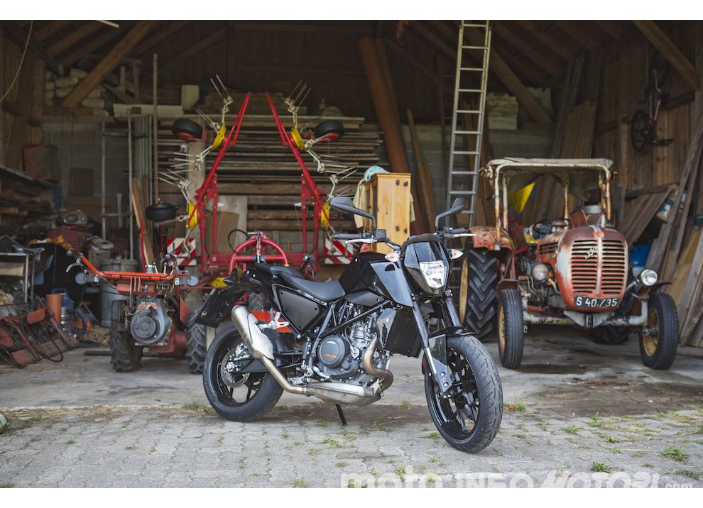 Nuova KTM 690 Duke 2016 - Foto 1 di 21